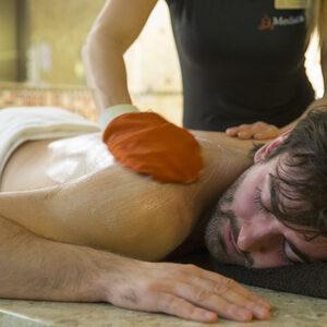 MEDICA SPA - Orientalny Peeling ciała rękawicą Kessa i czarnym mydłem (30 min.)