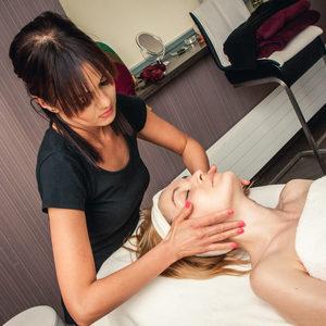 M-SPA w Młyn Jacka Hotel & Spa **** - Masaż twarzy szyi i dekoltu z ampułką (Czas trwania 25 min.)