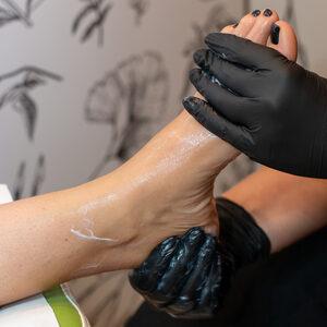 LALI - Ekspresowa Pracownia Urody - Pedicure z malowaniem paznokci
