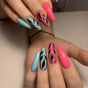 Salon Urody Raj - Stylizacja paznokci żelem